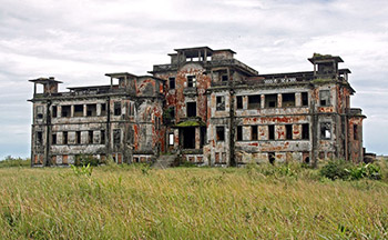 Le Bokor Palace in 2000